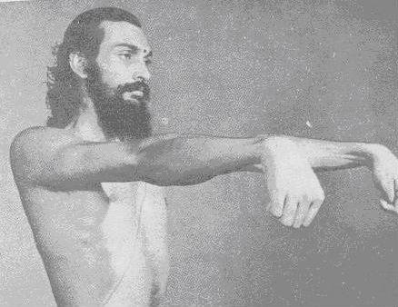 Мани-бандха-шакти-викасака (укрепление запястий)