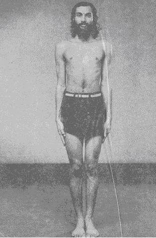 Удара-шакти-викасака — 1 (укрепление мышц живота), или Аджгари (упражнение пантеры)